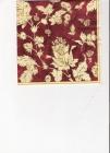 Zlaté kvetiny a listy na bordovom podklade